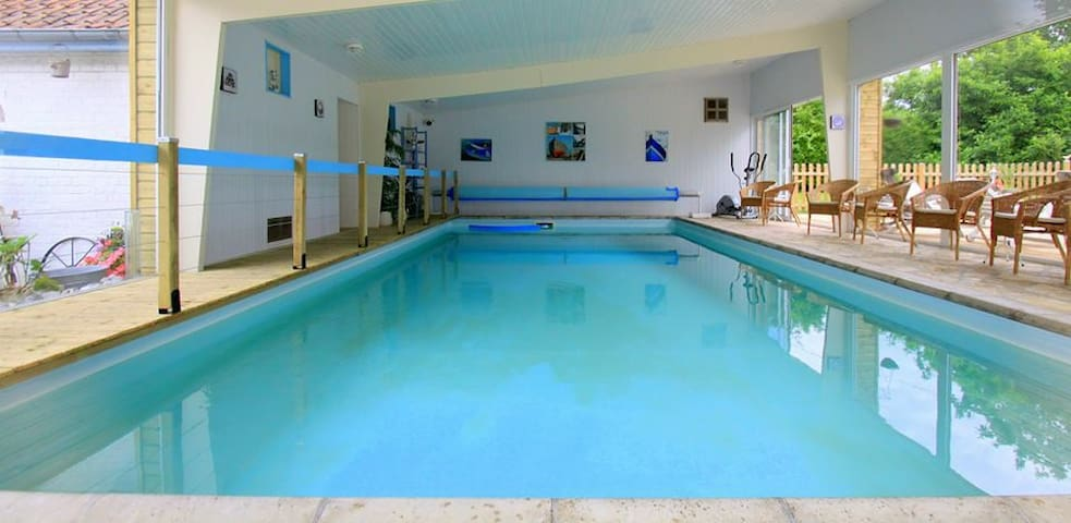 Gite et Studio 15 pers piscine couverte et chauf