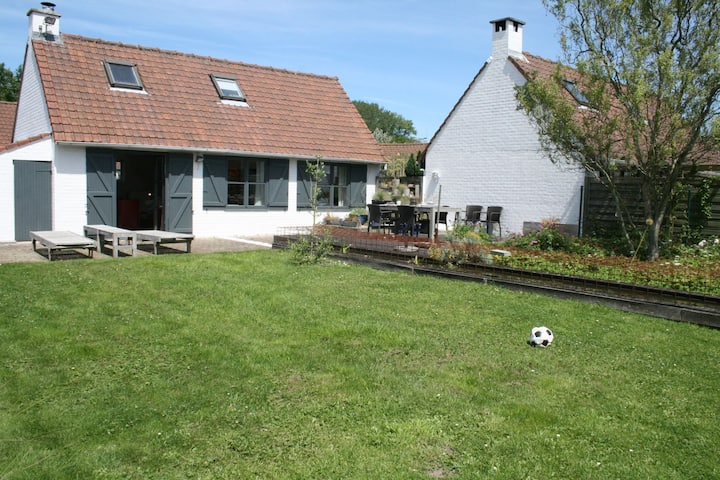 Cosy Cottage in De Panne with Garden