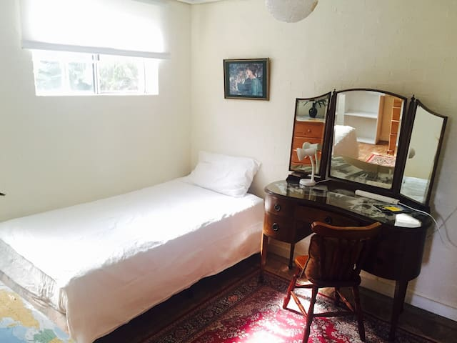 Single room near airport - Earlwood - Hus