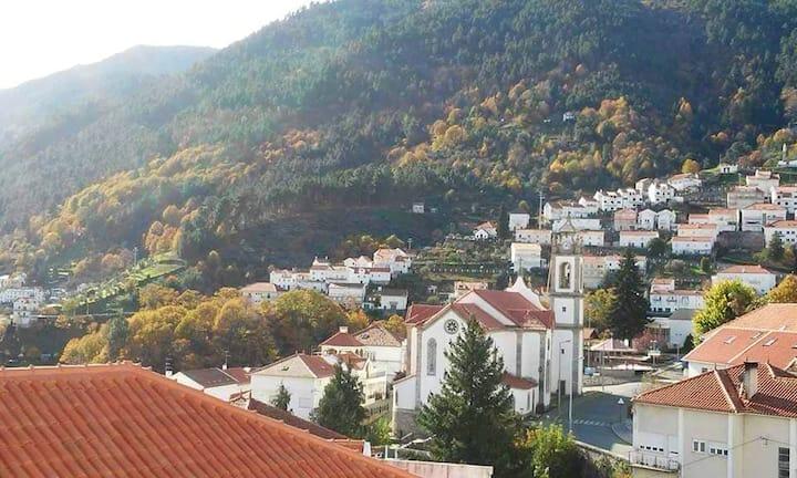 Maison de 2 chambres à Manteigas, avec magnifique vue sur la montagne et balcon - à 7 km des pistes