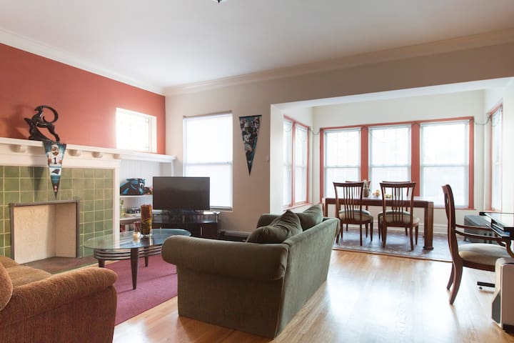 Cozy Room & Space in Historic Hyde Park - Chicago - Appartement