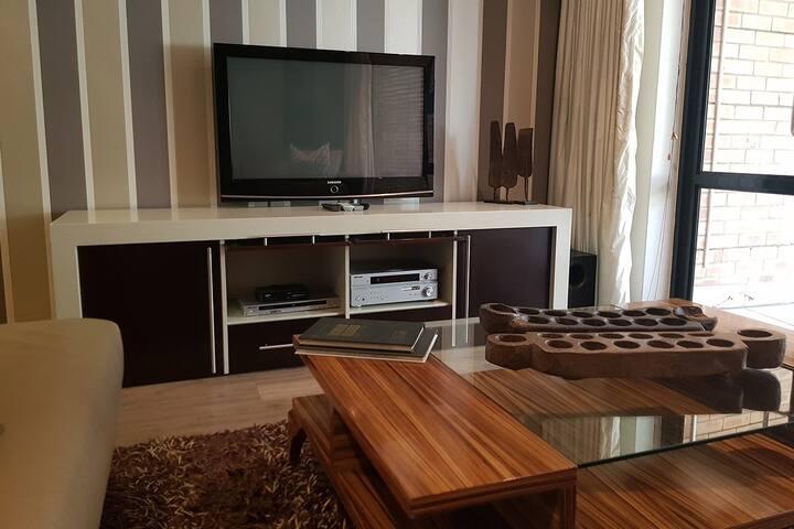 2 bedroom luxury apartment w/ garden in Sandton