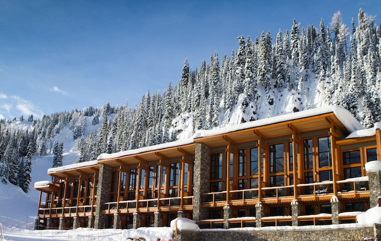 Ski-in/Ski-out Room with Hot Pool Access! Lift Ticket Sold Separately