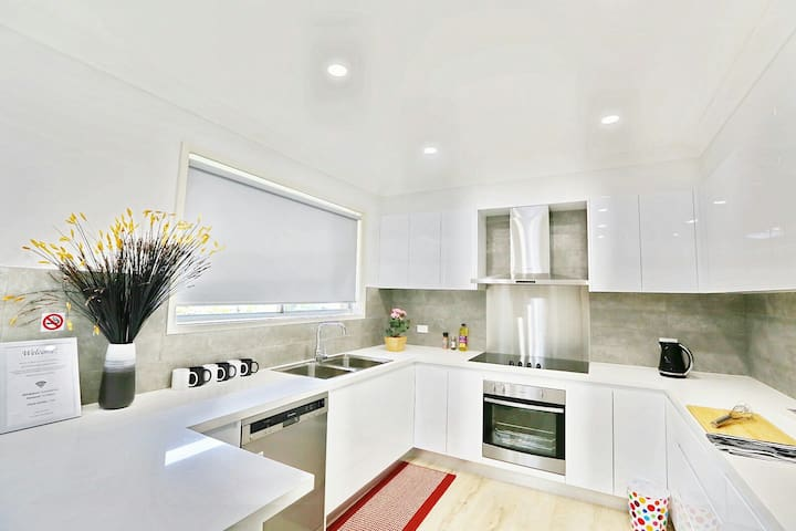 Modern 4BR House Near Singleton CBD Hunter Valley