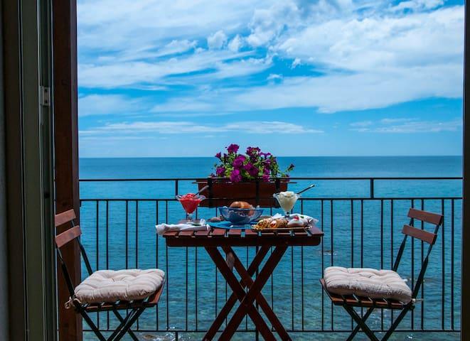 Acquamarina Home Casa Fronte Mare Giardini Naxos