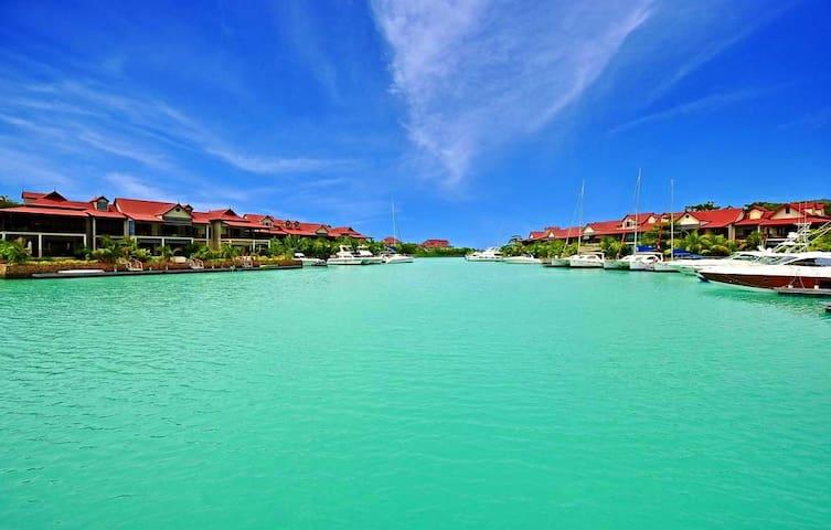 Eden Island, LUXURY 3-bedroom apartment
