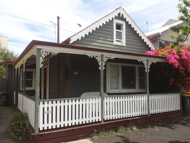 Charming historic renovated cottage - Williamstown - House