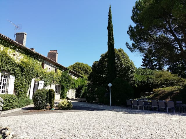Big Manor Sleeps 16, Private Pool, Bar, Pizza Oven - Lagarrigue - Villa