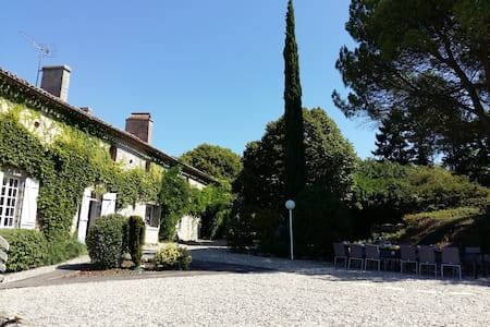 Big Manor Sleeps 17, Private Pool, Bar, Pizza Oven - Lagarrigue