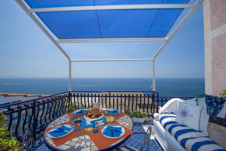 Villa Luna at10 min from the beach, pool, sea view