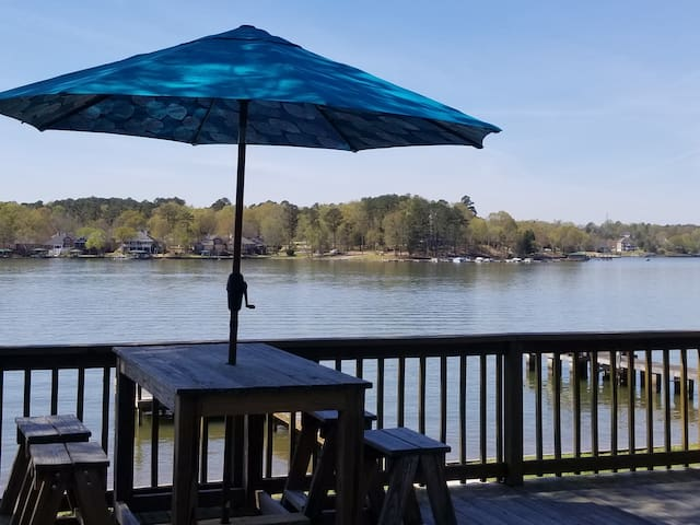 Lake Greenwood - Deep Water - HUGE screened porch