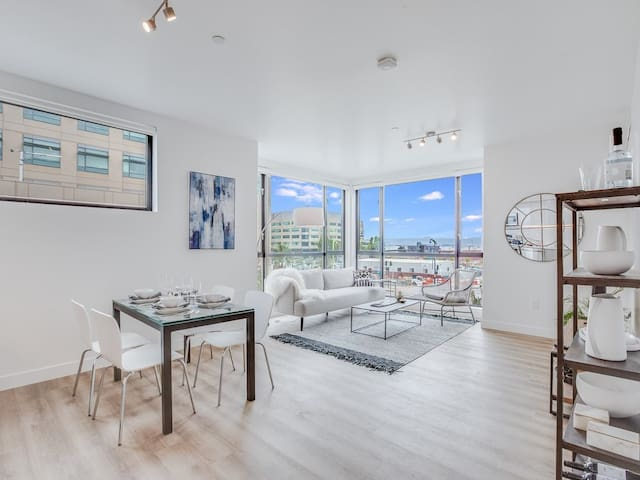 Floor to Ceiling Views of the San Francisco Bay!
