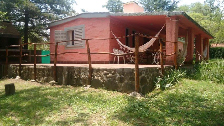 Casa completa, La Bolsa, con bajada privada al Rio