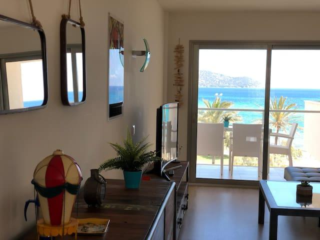 Modern apartment on the beach!