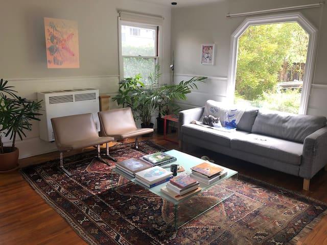 Spacious apartment in Rampart Village, Silverlake