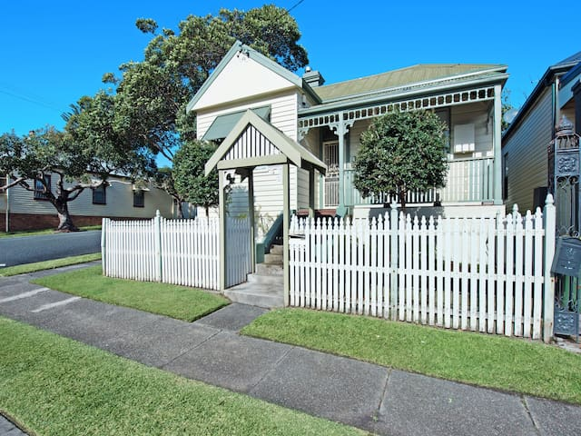 Stallard Cottage, Newcastle - Family/Group Accom - Hamilton - House
