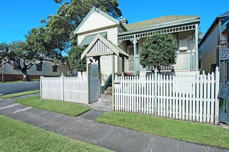 Stallard Cottage, Newcastle - Family/Group Accom - Hamilton - Casa