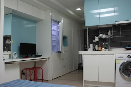 Cozy studio near subway in Dongdaemun-gu - Dongdaemun-gu - Selveierleilighet