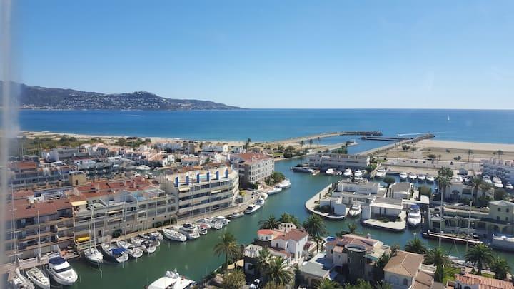 Loft avec vue dégagée sur Port de Plaisance , Mer