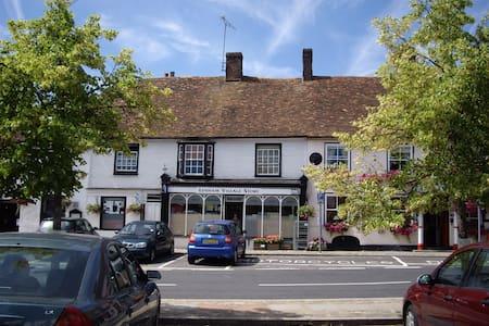 Period Cottage in Historic Square - Lenham - Ev