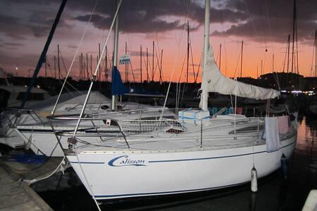 Bateau à quai, voilier 8 mètres au Cap d'Agde - Agde - Boat
