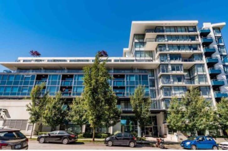Luxury 2 bed, 2 bath in the heart of Vancouver