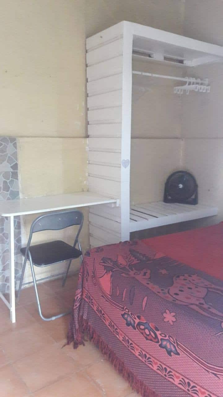 Cuarto con baño privado y entrada Independiene.