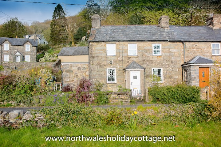Family and Pet Friendly Cottage near Harlech