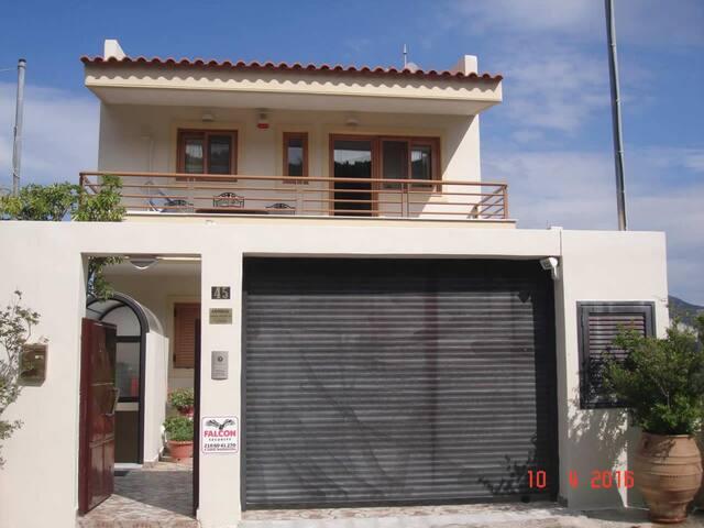 Μονοκατοικία Στην Παλαιά Φώκαια - ΑΤΕ Με Πισίνα - Palaia Fokaia - Apartment