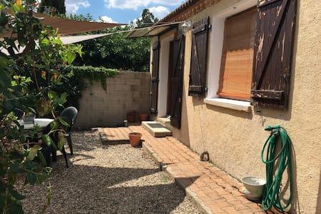 Villa T3 50m2 avec jardin au calme - Vias - Villa