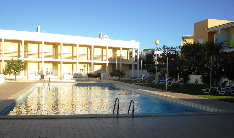 Lovely quiet Apartment with pool, walk to beach - Guia - Pis