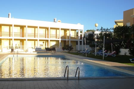 Lovely quiet Apartment with pool, walk to beach - Guia