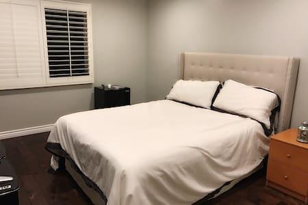 A Room at a Newly Renovated Condo - La Crescenta-Montrose - Casa