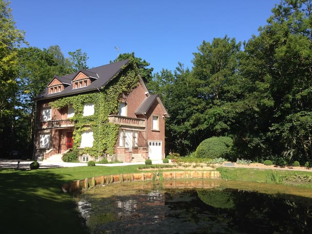 Character cottage in the heart of a large park - Coulogne - Huis