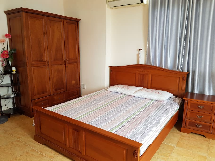 Bedroom 1 with double bed & closet