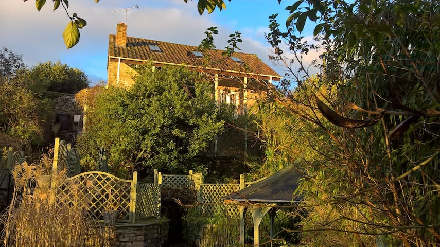 Luxury cottage, foot of Cheddar Gorge, fab views