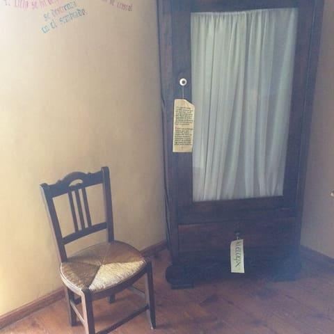 Habitación Acojedora de Matrimonio con baño propio en la Calera