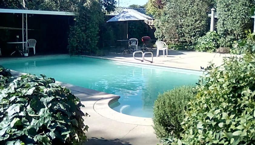 The Villa Palette - Oakdale