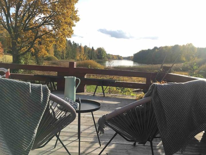 Sjönära stuga utanför Vimmerby