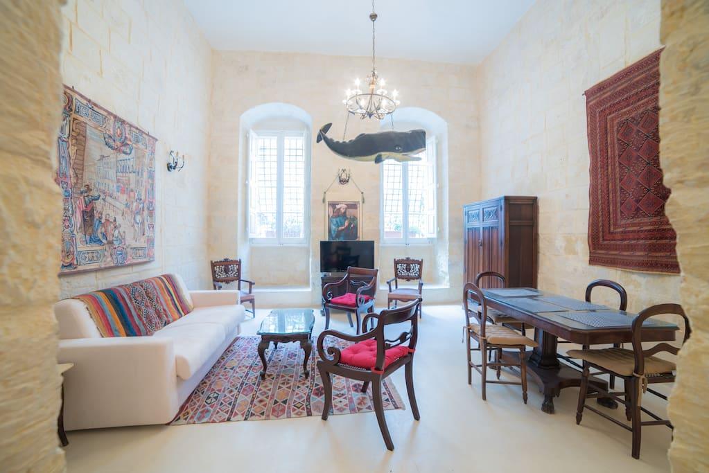spacious 1br apart w private garden ref ht1 appartements louer la valette malte. Black Bedroom Furniture Sets. Home Design Ideas