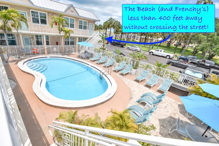 Beautiful Beach Side Condo with Pool