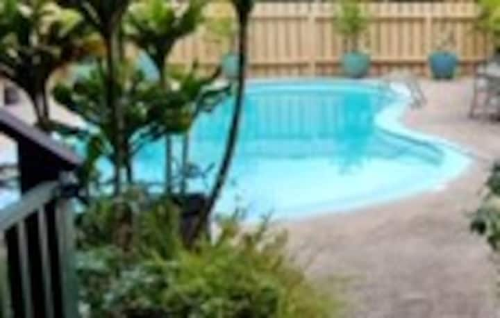 DISCOUNT NOW! PRIVATE SUITE AND POOL!