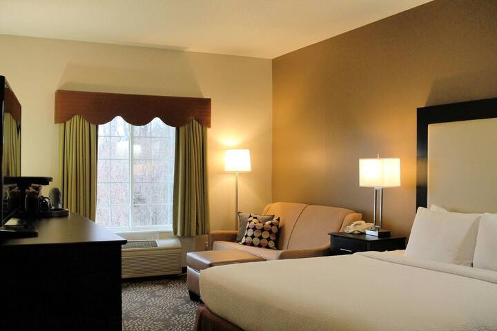 Pretty Suite Double Bed At West Des Moines