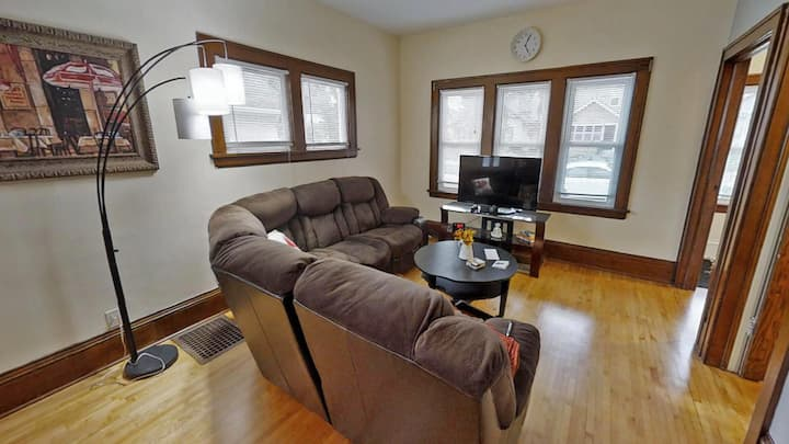 Minnestay* Marigold ★ South Minneapolis Charmer ★ Highly Walkable