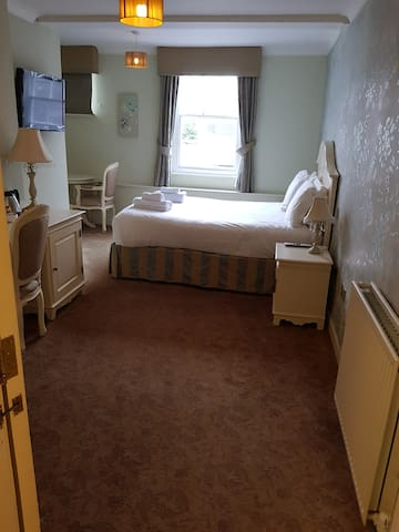 The Feathers, Large Double room (Rm 7)