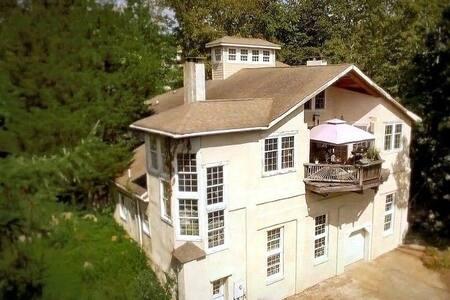 Beautiful home on mansion estate gardens & lake
