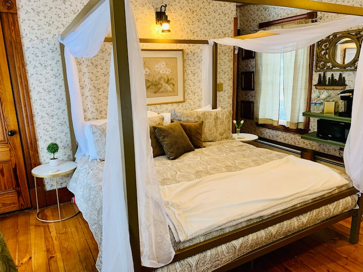 """Henniker Manor Suite """"The Only One on Earth"""""""