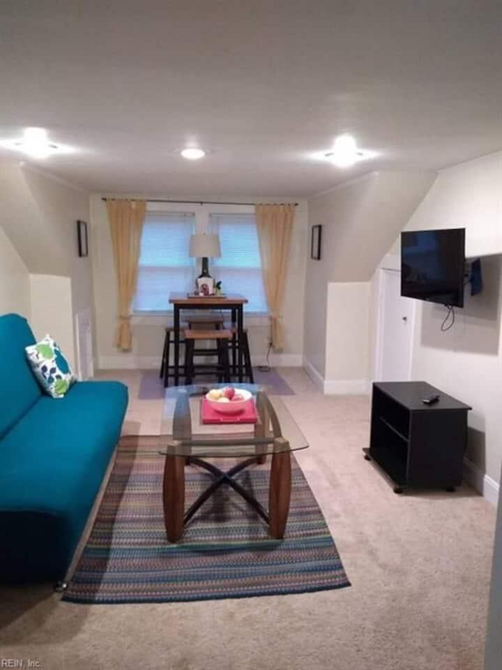 Buckroe Beach - Upstairs Apartment