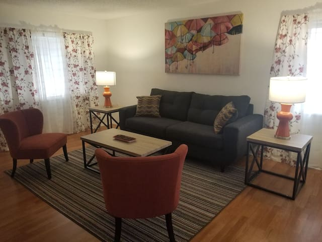 Private, Quiet, Comfy, Clean 2 BR House Near LAX