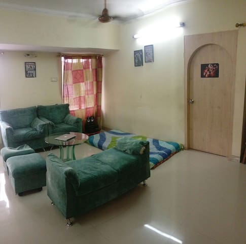 Shared Room off linking road, Khar - Mumbai - Appartement